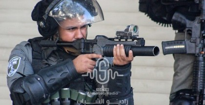شاهد.. عشرات حالات الاختناق خلال مواجهات مع الاحتلال في الخليل