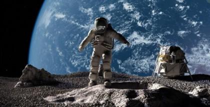 ملياردير  يبحث عن مرافقين خلال رحلته حول القمر!