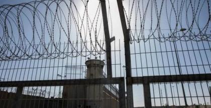 """محكمة الاحتلال تمدد اعتقال أربعة أسرى من أبطال عملية """"نفق الحرية"""""""