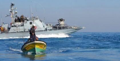 زوارق الاحتلال تطلق نيرانها صوب مراكب الصيادين قبالة بحر غزة