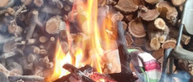 عدسة مراسلنا ترصد افتتاح موسم الحطب مع دخول فصل الشتاء