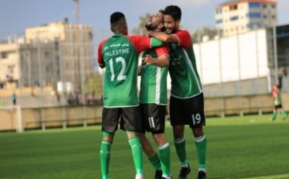 لاعب يخوض مباراة في دوري غزة مصاباً بفيروس كورونا