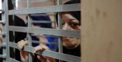 الاحتلال يعزل 3 أسيرات بعد إعلان إضرابهن المفتوح عن الطعام