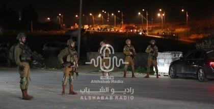 الاحتلال يعتقل مواطناً من قلقيلية بعد أن داهم منزله