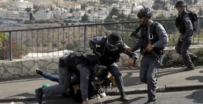 قوات الاحتلال تعتقل شابا من العيسوية بالقدس المحتلة
