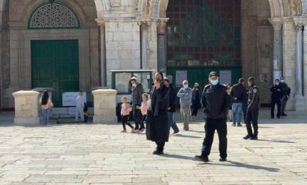 أكثر من 90 مستوطنا يقتحمون المسجد الأقصى بحراسة شرطة الاحتلال