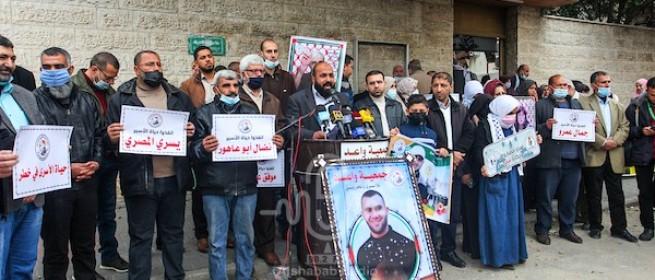 وقفة تضامنية مع الأسير أحمد عبيد المصاب بالسرطان أمام الصليب الأحمر بغزة