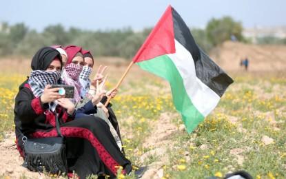 قرابة نصف عدد الناخبين..  لجنة الانتخابات المركزية  تحيٍي النساء الفلسطينيات