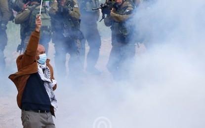 متابعة خاصة: عشرات الإصابات والاعتقالات بالضفة والقدس المحتلتين منذ صباح الجمعة