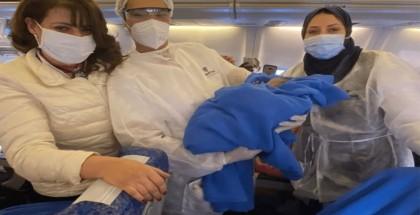 طائرة مصرية تغير مسارها بسبب عملية ولادة