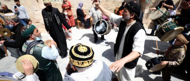 صور.. رغم الوجع - المقدسيون يستقبلون شهر رمضان ويجوبون زقاق المدينة وحواريها