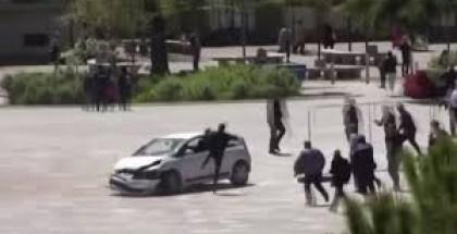 بالفيديو: قفزة بهلونية لرجل يحاول إيقاف سائق متهور