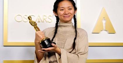 أول امرأة آسيوية تفوز بجائزة أوسكار أفضل إخراج