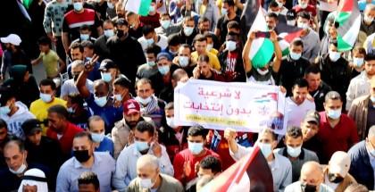 مسيرات غاضبة رفضا لـتأجيل الانتخابات في كافة محافظات القطاع