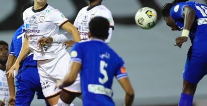 الهلال يكتسح الشباب وينفرد بصدارة الدوري السعودي
