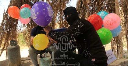 شاهد بالصور: إطلاق البلالين الحارقة احتجاجا على ما يحدث بالقدس من اعتداءات على المصليين