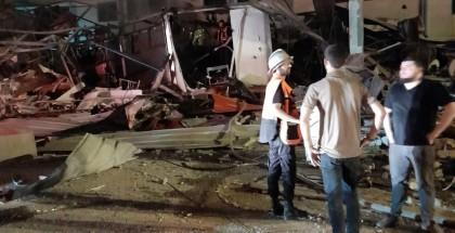 بالصور.. عدسة الشباب توثق استهداف طائرات الاحتلال أحد الأماكن السكنية بتل الهوى غرب مدينة غزة