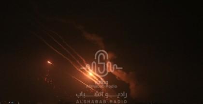 رشقات صاروخية تطلقها المقاومة الفلسطينية صوب مستوطنات الاحتلال