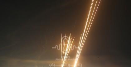 المقاومة تطلق عشرات الصواريخ نحو تل أبيب ويافا وحيفا