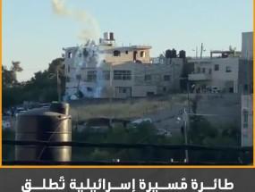طائرة مُسيرة إسرائيلية تُطلق قنابل غاز مُسيل للدموع تجاه مجموعة من الشُبان في الخليل