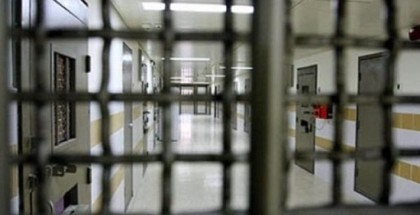 """إدارة سجون الاحتلال تنقل الأسير الجريح فنون إلى """"عيادة سجن الرملة"""""""