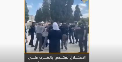 شاهد.. الاحتلال يعتدي بالضرب على موظفي دائرة الأوقاف