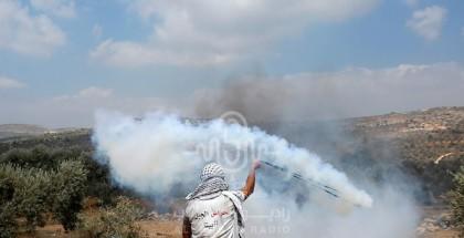 مواجهات بين المواطنين وقوات الاحتلال في بلدة بيتا بالقرب من مدينة نابلس