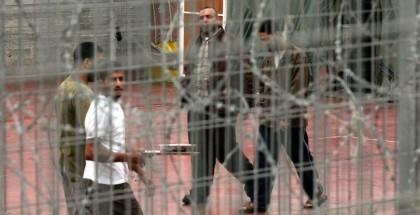 عشرات الأسرى في سجون الاحتلال يعانون من آثار التنكيل وعمليات القمع