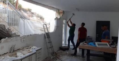قوات الاحتلال تجبر عائلة جابر على هدم منزلها بالقدس المحتلة