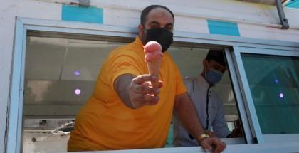 مشروع جيلاتي غزة.. توزيع مثلجات مجانية لنشر البسمة بين أطفال المخيمات