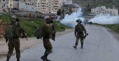 عدد من الإصابات بين المواطنين في اعتداء الاحتلال على مسيرة شرق رام الله