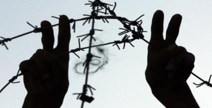 الاحتلال يحكم على أسير من طولكرم بالسجن ودفع غرامة مالية